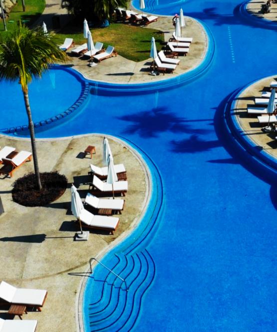 Alberca y Camastros en Hotel BNayar en Riviera Nayarit Resort Todo Incluido